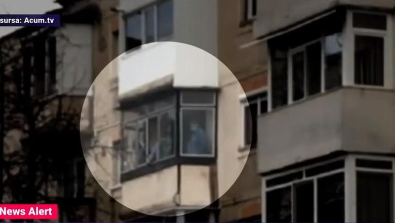 Agresorul din Onești nu voia să ucidă. Aici, în balcon, cu victimele. Captură Digi24