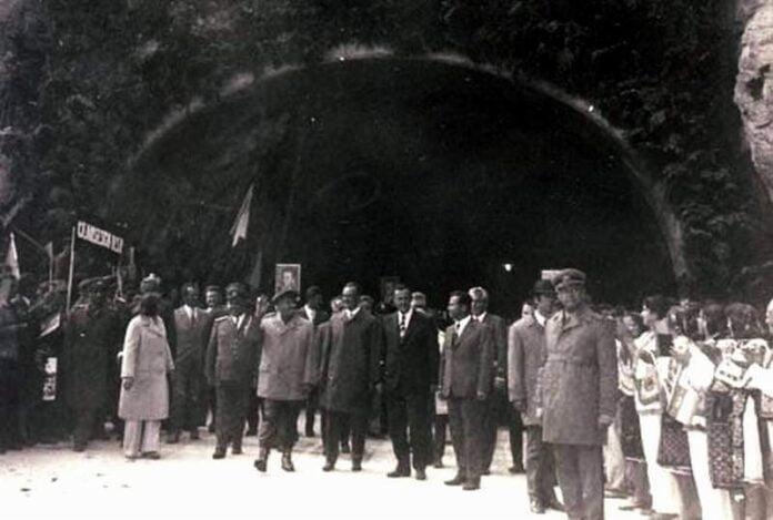 Deschiderea oficială a drumului Transfăgărăşan, în prezenţa preşedintelui Nicolae Ceauşescu